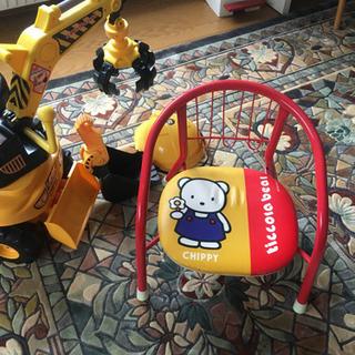 キング ショベルと子ども用椅子 − 北海道