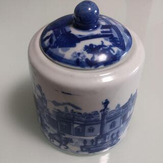 西洋柄の陶器入れ物