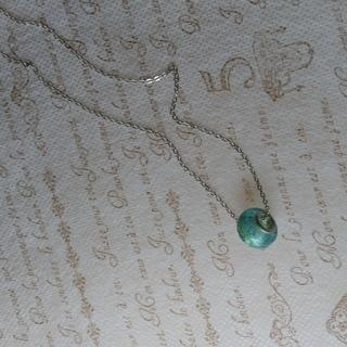 ガラス玉(グリーン)一粒のネックレス