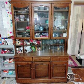 食器棚 きれいです。