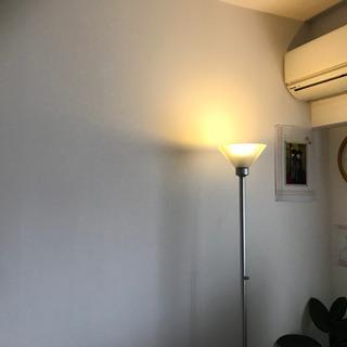 ダイヤルで明るさ調光できるスタンドライトですの画像