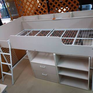 収納家具付きのシステムベッドです(^^♪