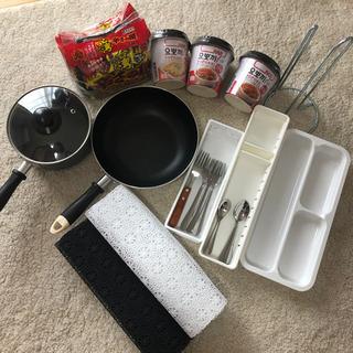 インスタント類・キッチン小物・鍋など
