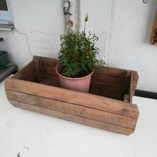 《商談中》木製プランター二個