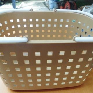 洗濯用バスケット「かご」きれいです。