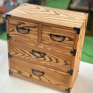 引き出し付きの木の小箱
