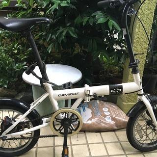 Chevroletシボレーの折りたたみ自転車の画像