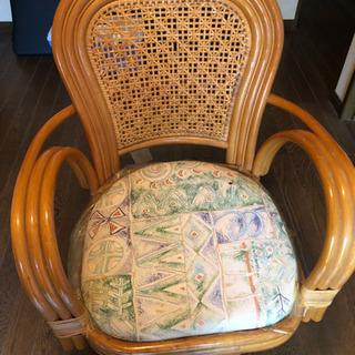 籐の回転する椅子無料でもらって下さいの画像