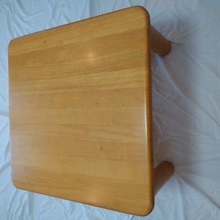 ローテーブルをあげます