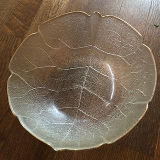ガラスの大きな鉢