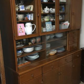 食器棚 やや大きめ 濃い茶色
