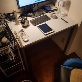 「無料」椅子、机、棚、ヒーター、スタンド鏡