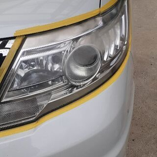 お得な料金にて施工中 曇ったヘッドライト最新技術で修復します。