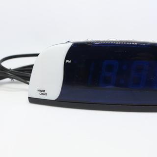 LANDEX(ランデックス) デジタル目覚まし時計 クールス ブルーLED表示 ブラック YT5023BKの画像