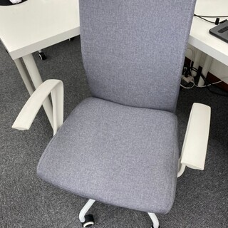 オフィス用チェア グレー×ホワイト(高さ調整、リクライニング機能あり)