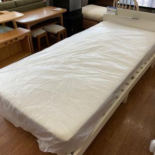 ホワイト1色!IKEAのシングルベッドです!