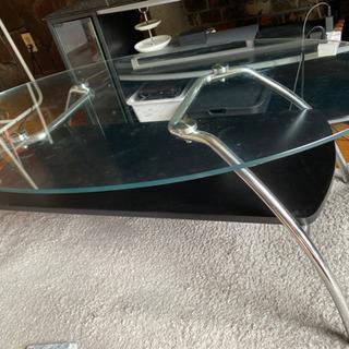 ガラスのテーブルです。