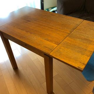 伸縮タイプのダイニングテーブル