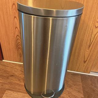 ゴミ箱 40Lくらい入ります!