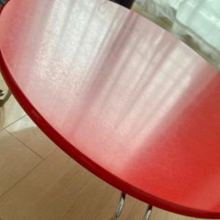 テーブル 赤