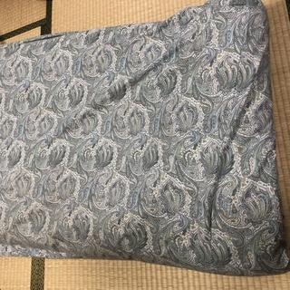 日本製のシングル敷布団と古い布団