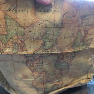 アフリカの地図が描かれたバック