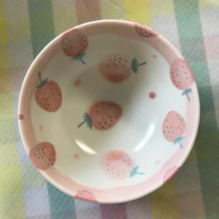 イチゴ柄の茶碗