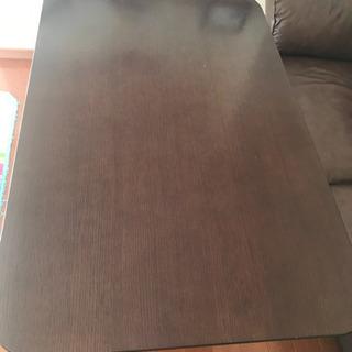 昇降式のリビングダイニングテーブル