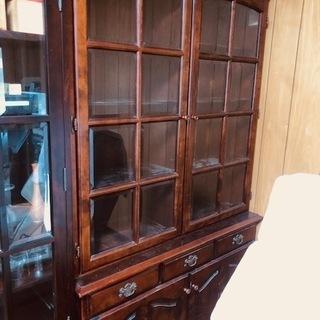 ガラス扉付き本棚