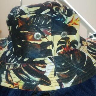 アウトドアに『KAVU』の帽子 アゴ紐付き