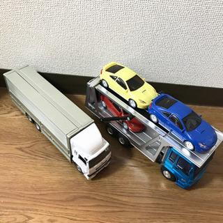 トラック、キャリアカー おもちゃ