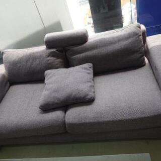 ゆったりめソファー。