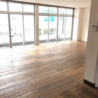 黒磯駅から徒歩5分。宝小屋ビル2階ワンフロアー。ウッドの床、漆喰...