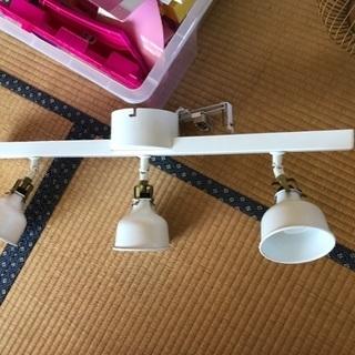 IKEA 三連ライト