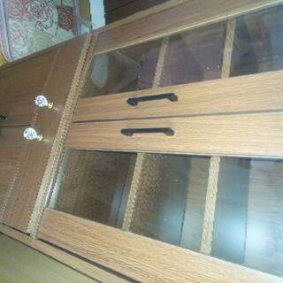 コンパクトな食器棚