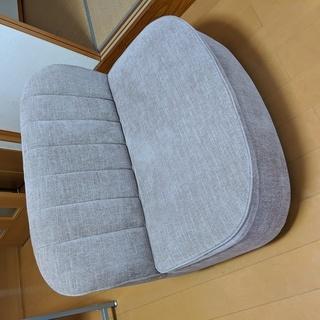 席下収納付きのソファ