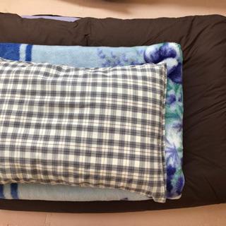 商談中❗️布団+毛布+枕 3点 誰か必要な方いらっしゃいますか?