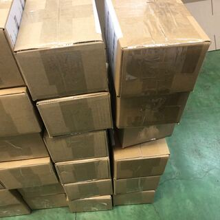 越境EC倉庫の梱包作業