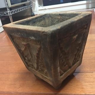 ハンドメイドのフラワーポッド (アンティーク調テラコッタ製)その1