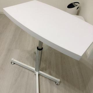 ネイルやソファでの施術に最適! ガス圧昇降式のサイドテーブル