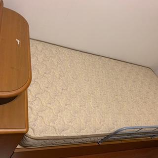ベッド、マットレス (ニトリ購入)自宅まで取りに来てくれる方募集