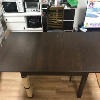 IKEAの伸長式ダイニングテーブル BJURSTA