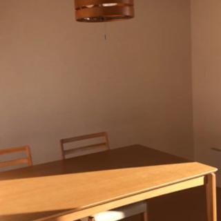 ダイニングテーブルと椅子4足