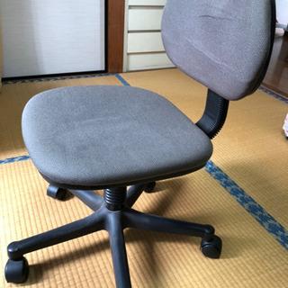 美品 キャスター付き椅子