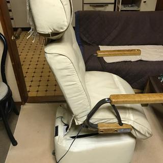 無料。電動式椅子。座面が電動式で上下します。受け渡し決定