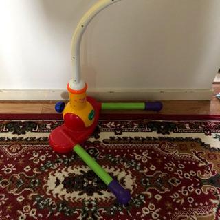 赤ちゃんの遊び道具。人形がつれされていたんですが、取れてしまいま...