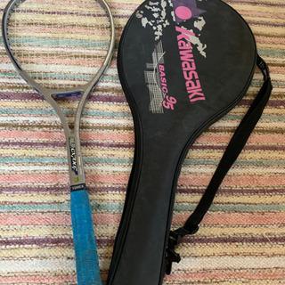 硬式テニスラケットとカバー