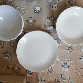 白い食器(平皿、深皿、ボウル)- 無料!