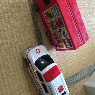 トミカ キャリアカー 救急車