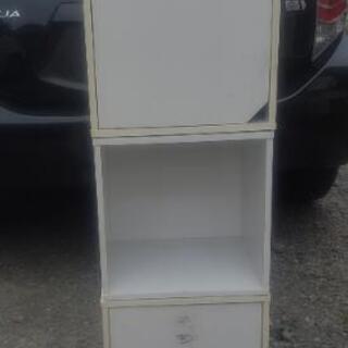 扉付き白カラーボックス